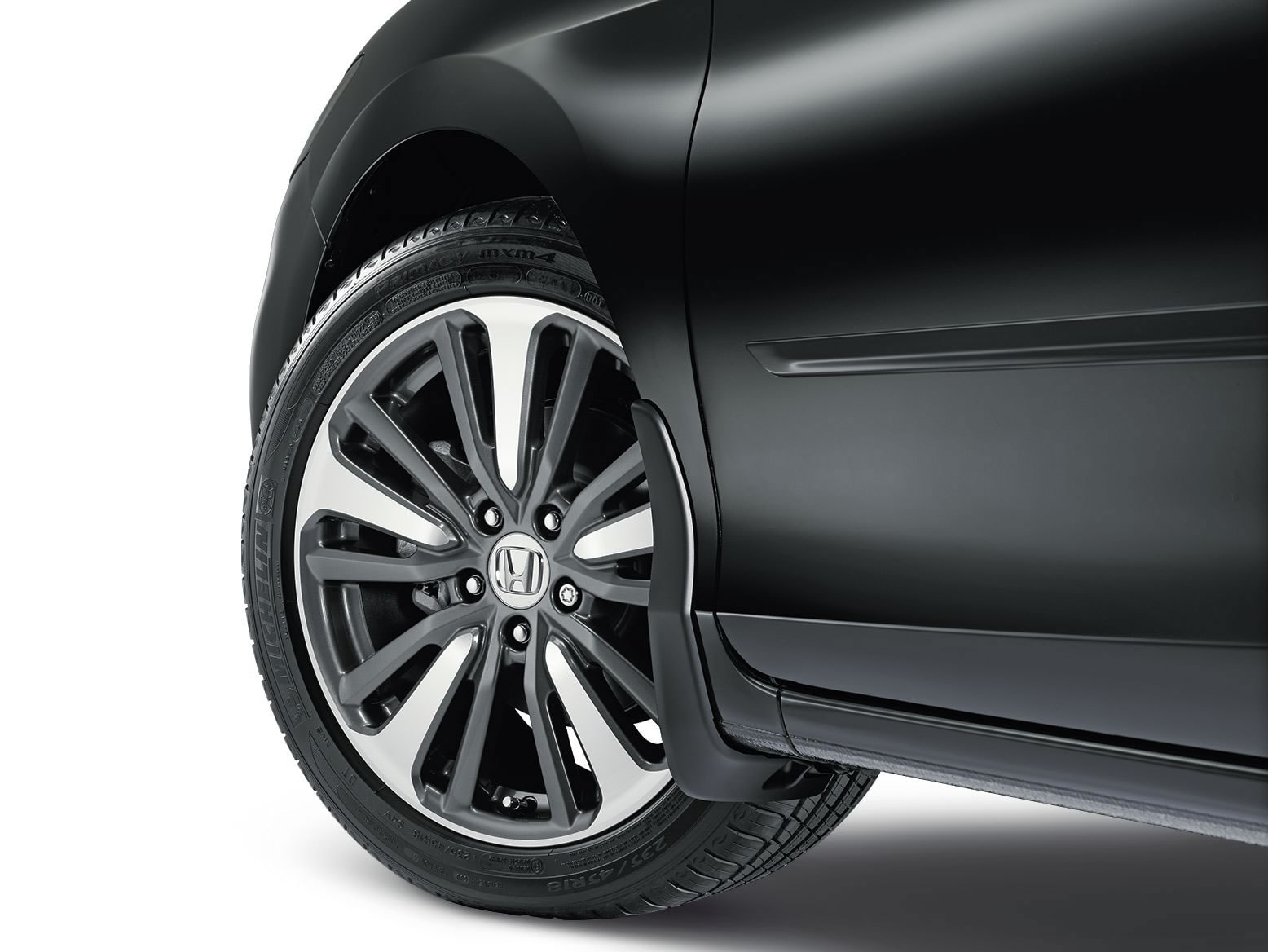 18-INCH DIAMOND CUT ALLOY WHEEL (part number:)