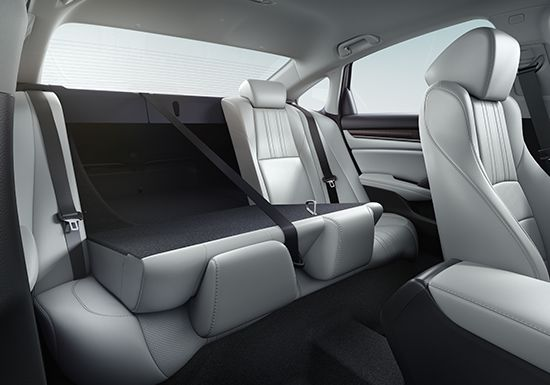Detail of 60/40 split fold-down rear seatback in the 2019 Honda Accord Hybrid Touring.
