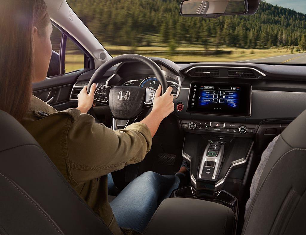 Sistema de asistencia para mantenerse en el carril del Honda Clarity2018