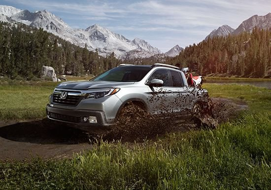 2019 Honda Ridgeline Driving Through Mud