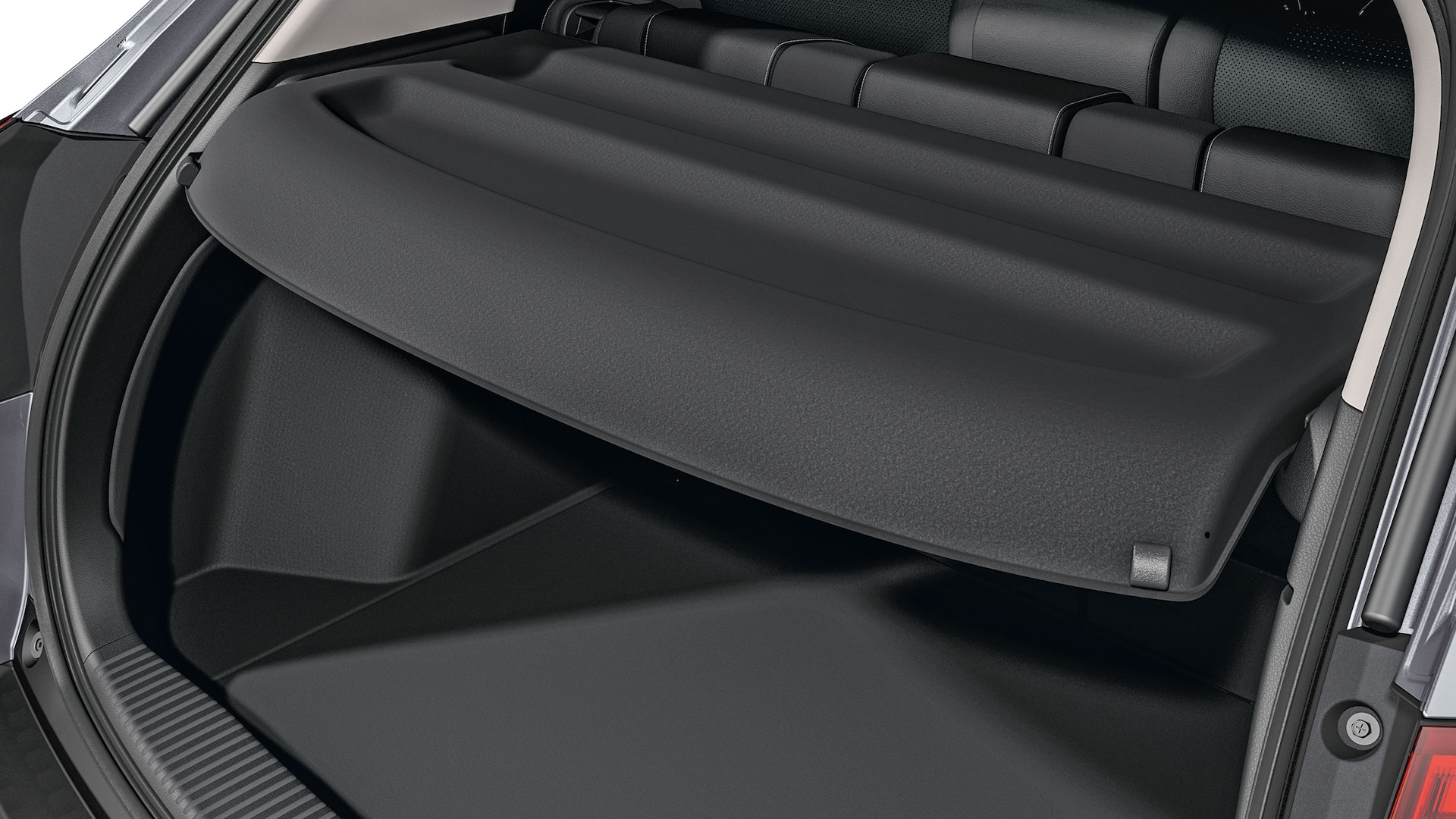 Privacy cover detail displayed in open tailgate in the 2019 Honda HR-V.