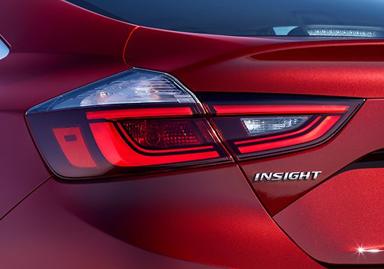 Close up of rear ¾ view of 2019 Insight Touring in Crimson on Pearl.