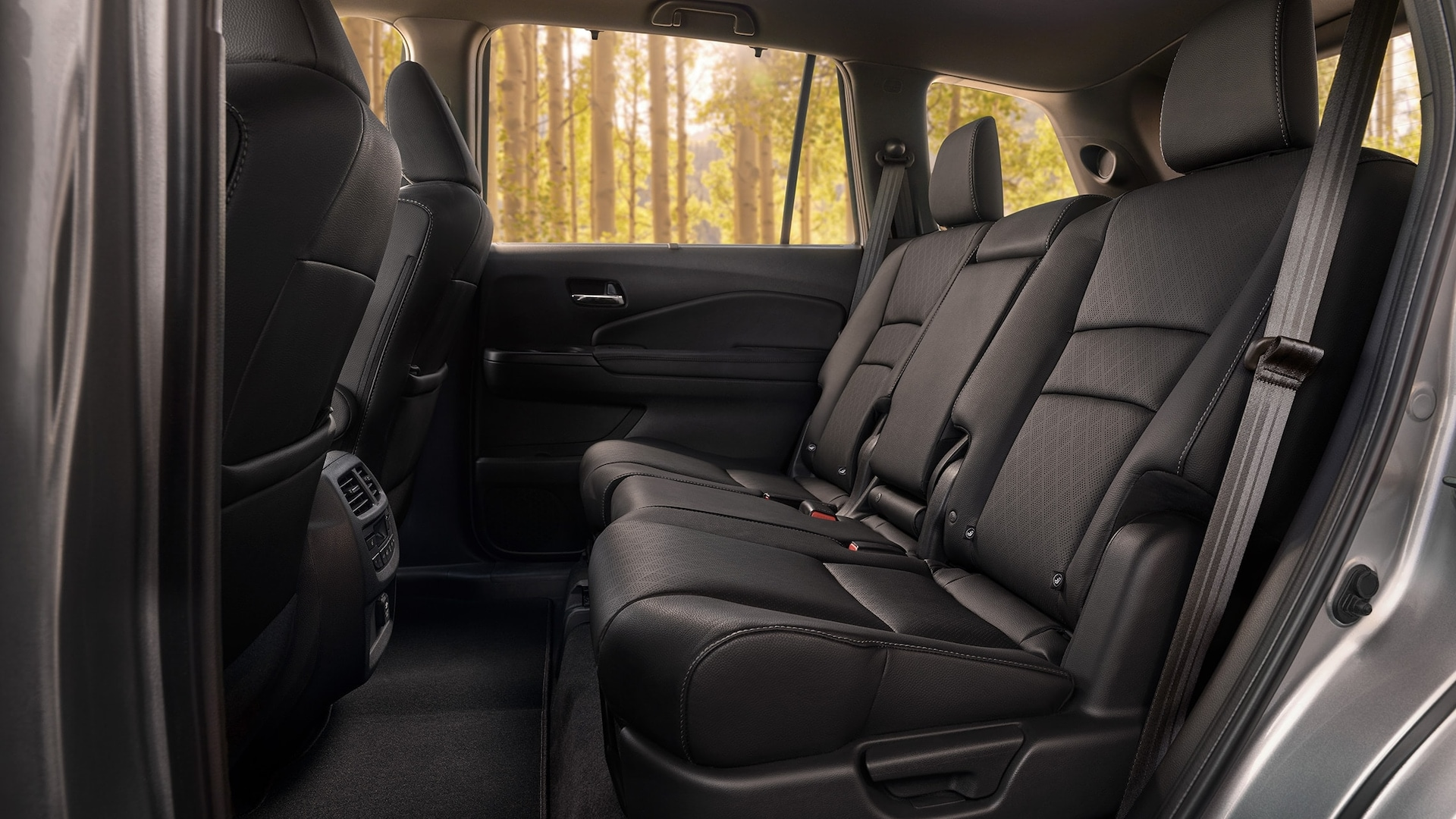 2019 Honda Passport Elite rear interior in Black Leather, displaying spacious 2nd-row seating.
