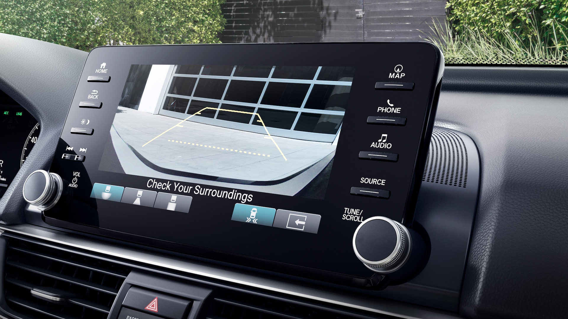 Multi-angle rearview camera detail, displayed on Display-Audio touch-screen in the 2020 Honda Accord Touring 2.0T.