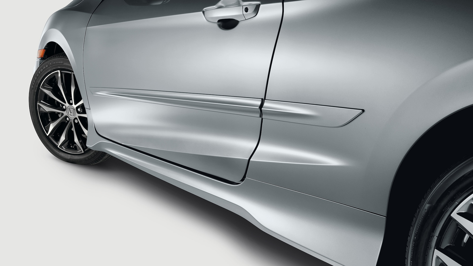 Accessory body side molding detail on the 2020 Honda Civic Coupe in Lunar Silver Metallic.