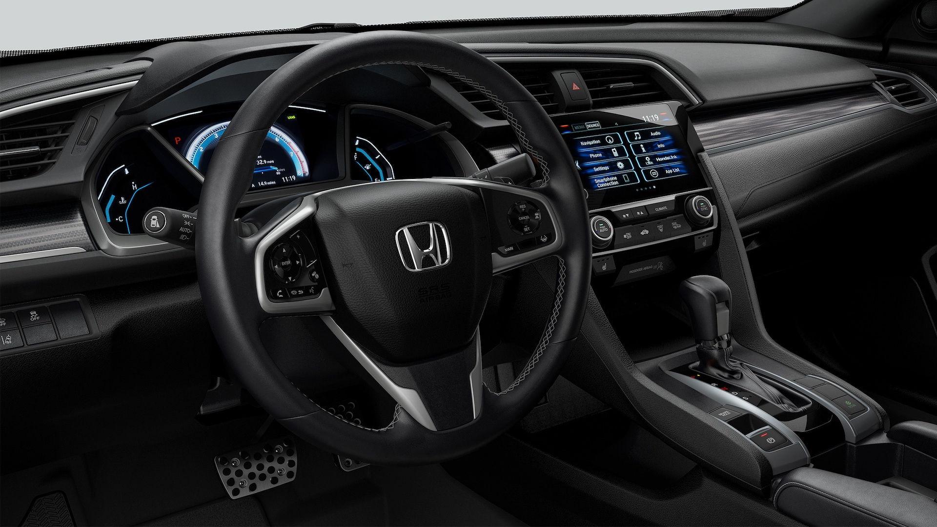 Vista del panel de instrumentos desde el asiento del conductor del Honda Civic Touring Coupé 2020 con Black Leather.