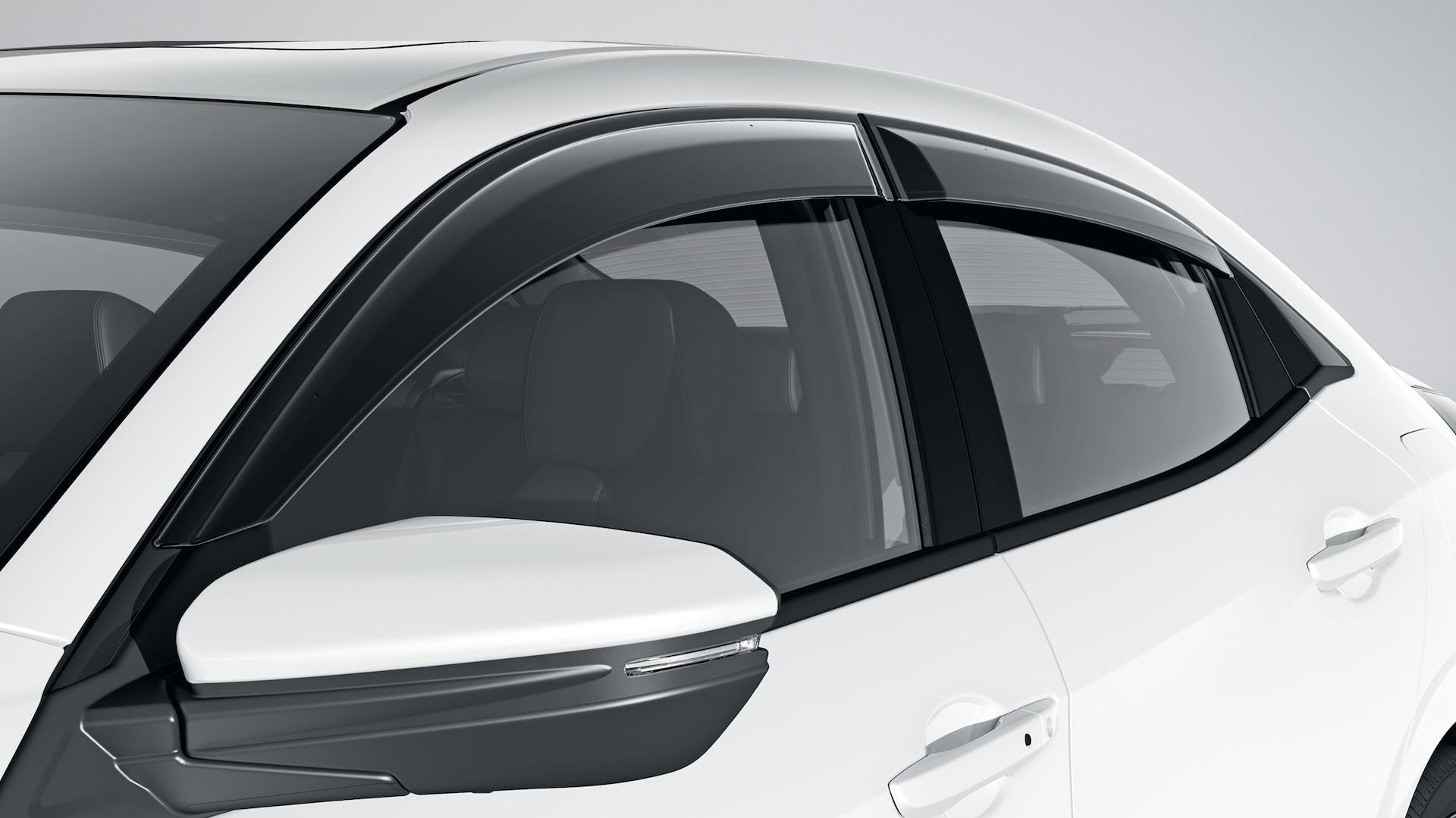 Visores de puertas como accesorio original Honda en el Honda Civic EX Hatchback2020 en Platinum White Pearl.