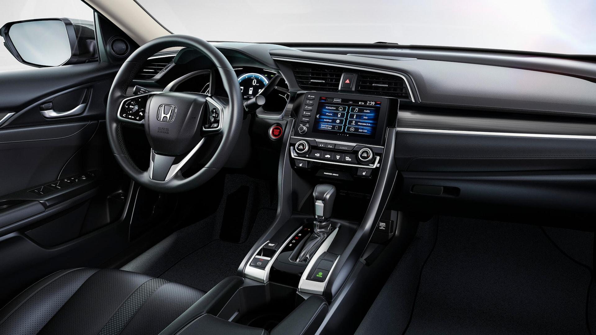 Vista frontal del interior del Honda Civic Touring Sedán 2020 con cuero Black.