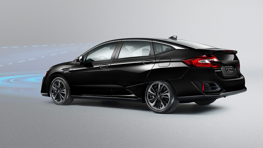 An illustration of the 2019 Honda Clarity Plug-In Hybrid in Crystal Black Pearl using the Collision Mitigation Braking System™.