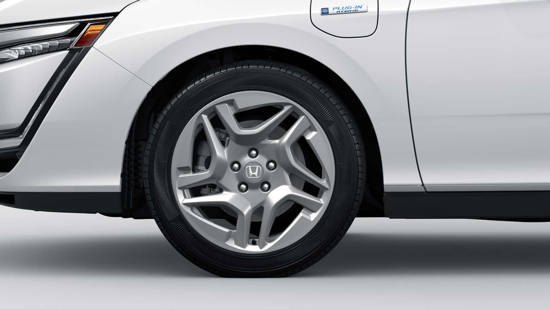Honda Genuine Accessories 18-inch accessory alloy wheel.