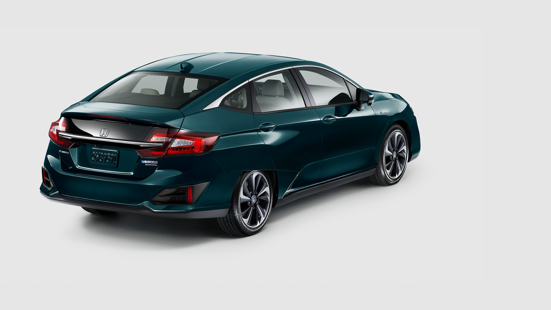 Vista trasera del Clarity Plug-In Hybrid 2020 en Moonlit Forest Pearl.