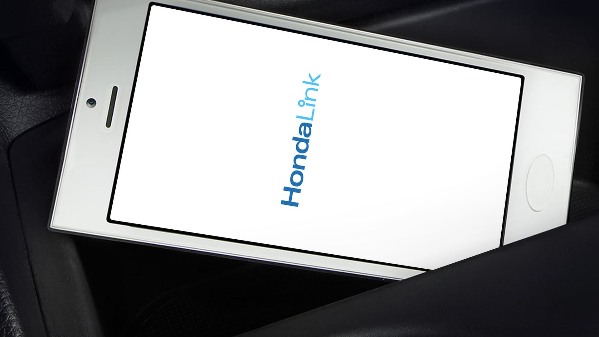 Detail of HondaLink® on compatible smartphone.
