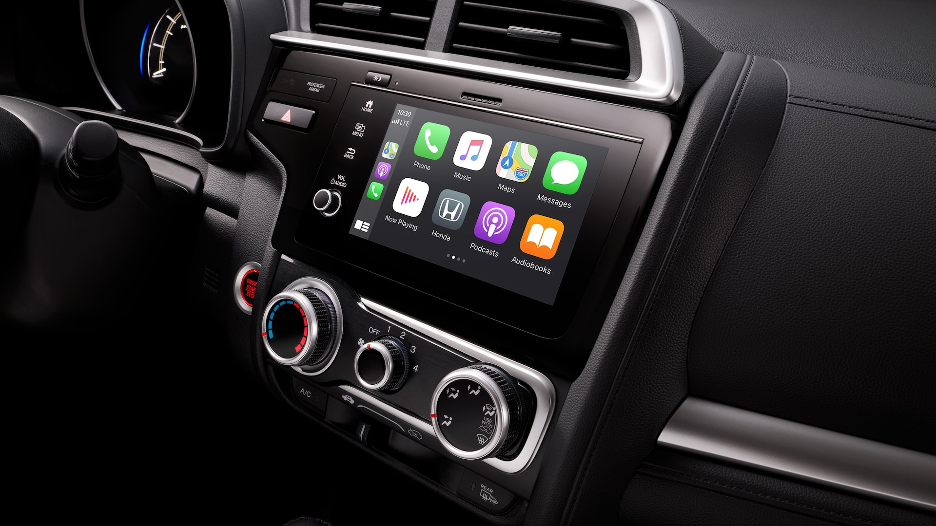 Detalle del sistema de audio en pantalla táctil con Apple CarPlay™ en el Honda Fit2020.