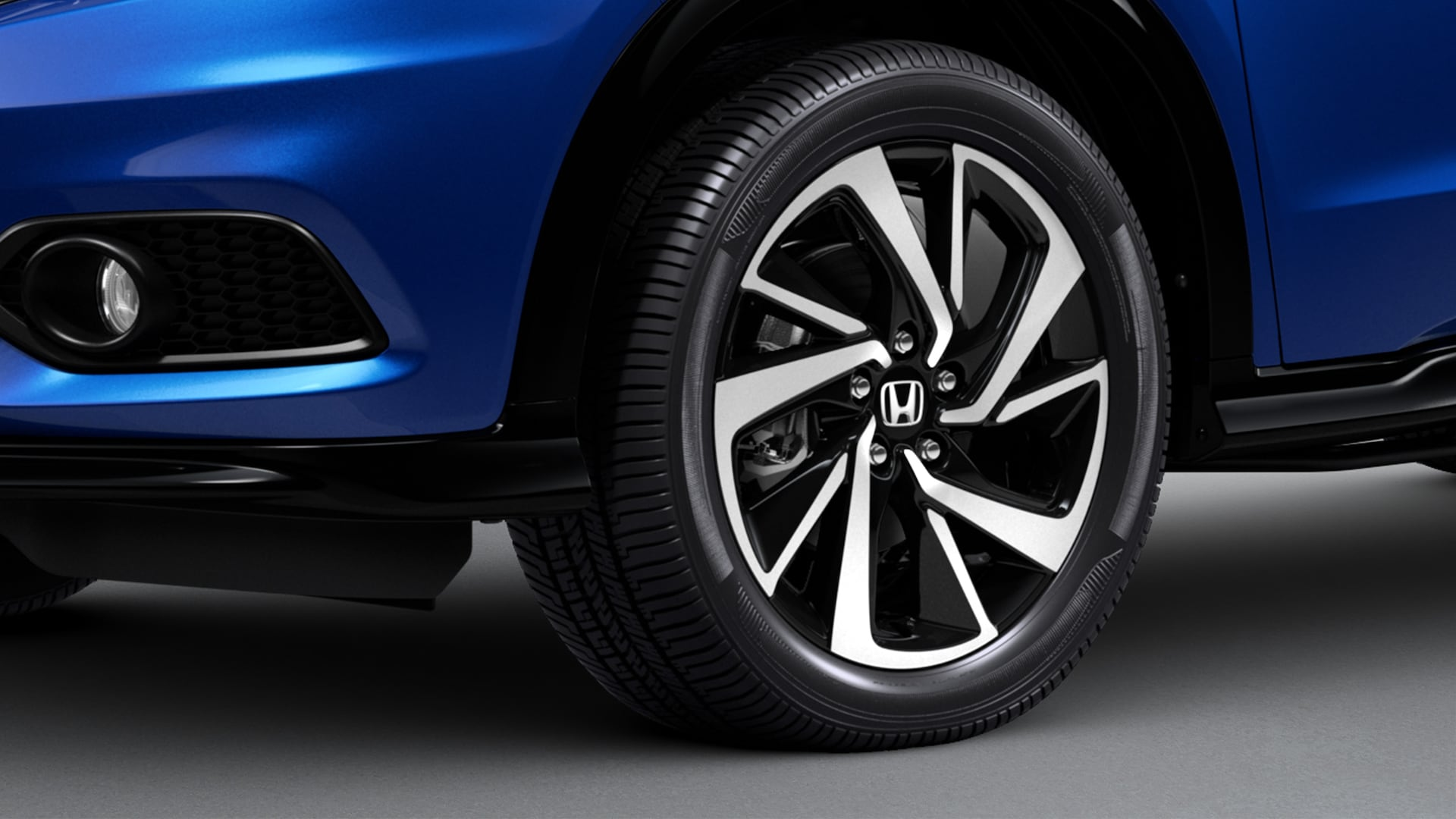18-inch alloy wheel detail on the 2020 Honda HR-V Sport in Aegean Blue Metallic.