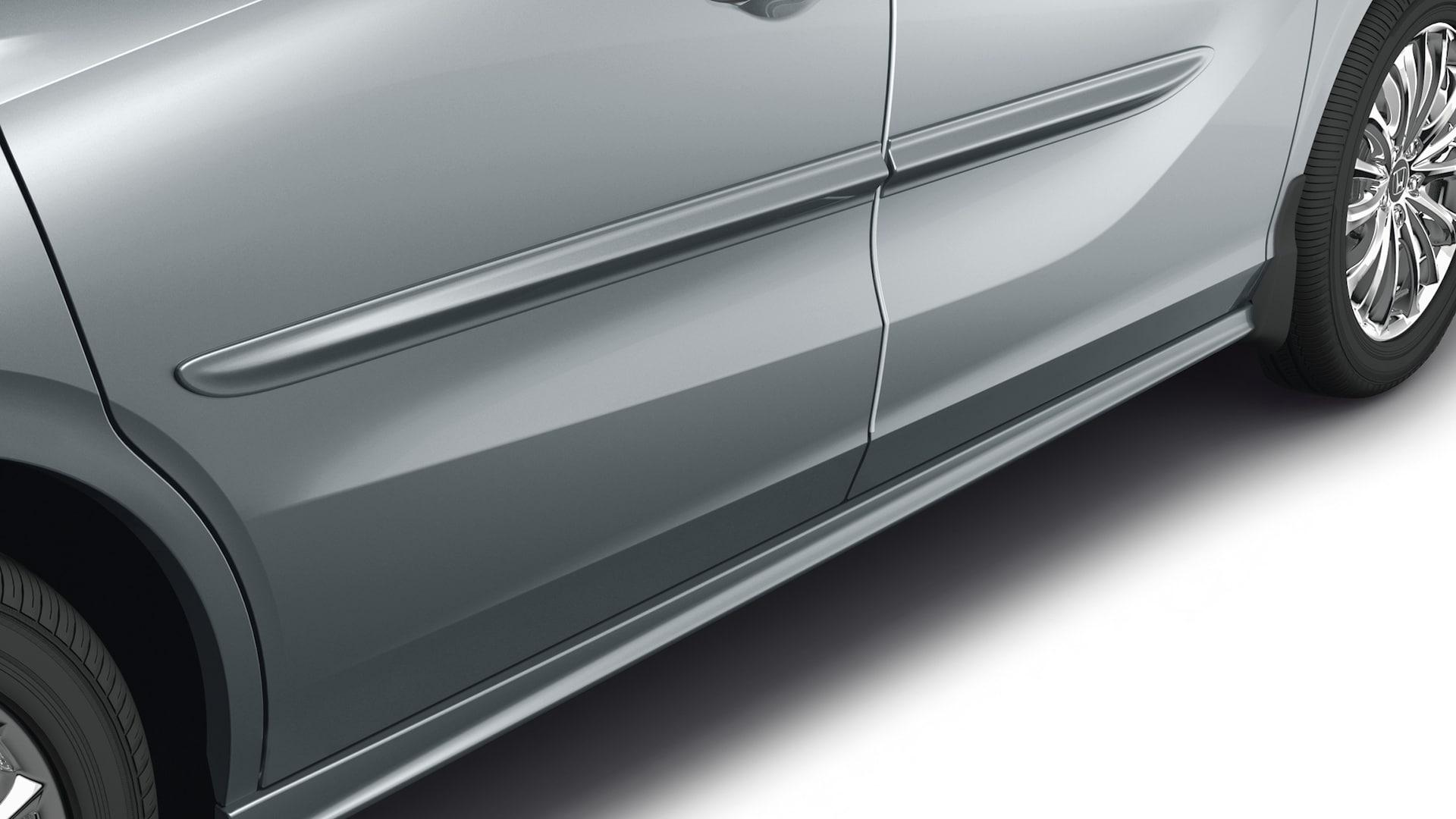 Detalle del accesorio: molduras laterales de la carrocería de la Honda Odyssey 2020.