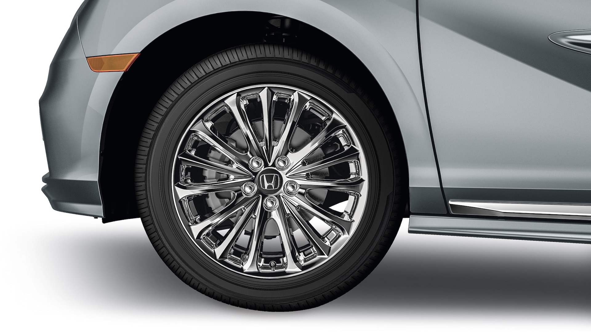Detail of 2020 Honda Odyssey accessory 19-inch chrome alloy wheels.