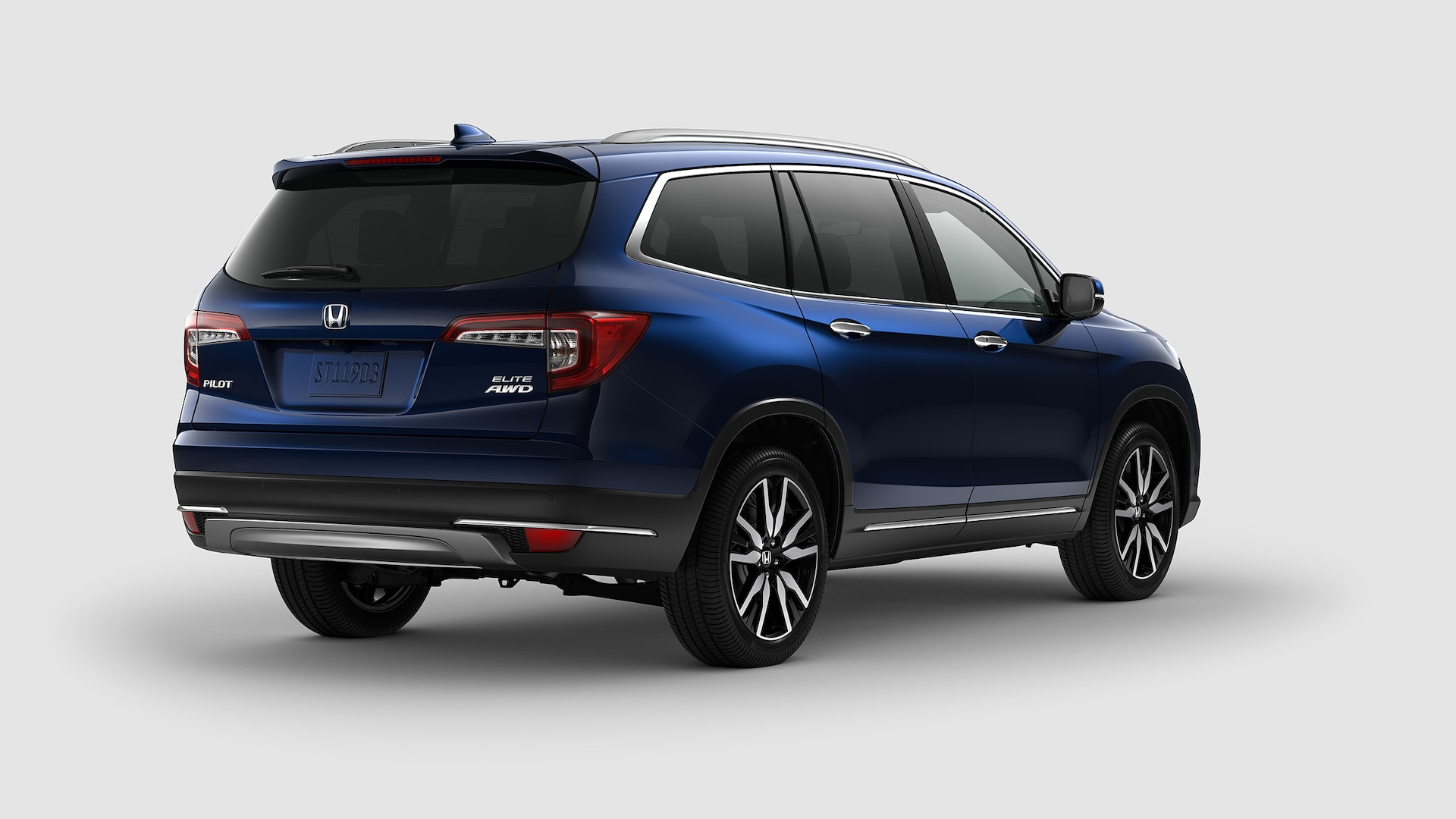 Rear 3/4 passenger's side view of 2020 Honda Pilot Elite in Obsidian Blue Pearl.