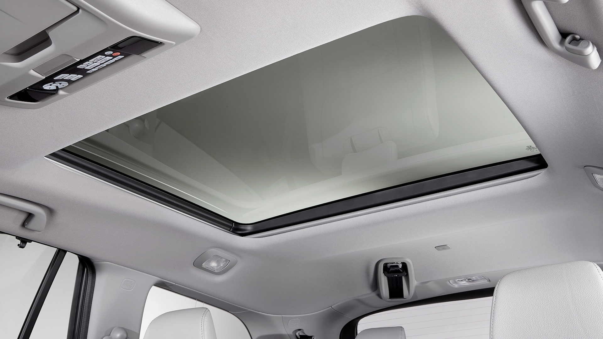 Panoramic roof detail on 2020 Honda Pilot Elite with Gray interior.