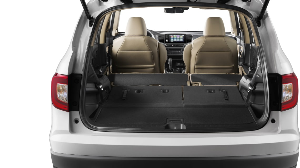 Animation of multiple cargo configurations with Honda Genuine Accessories stored in 2020 Honda Pilot.