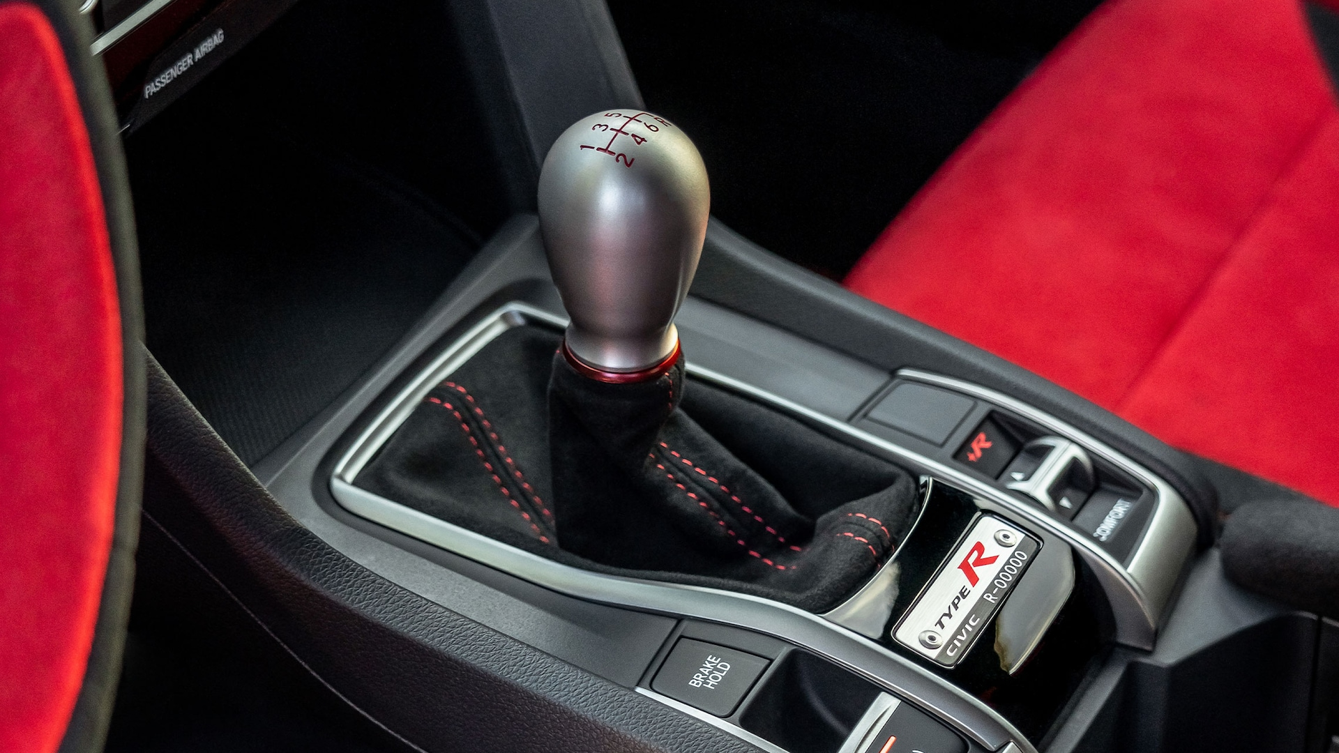 Detail of aluminum shift knob and serial-number plate in the 2021 Honda Civic Type R.