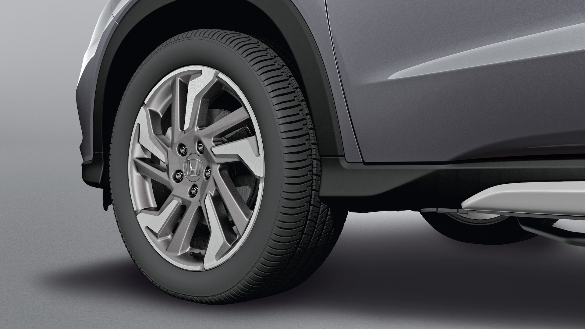 Accessory 18-inch alloy wheel detail on the 2021 Honda HR-V EX-L.