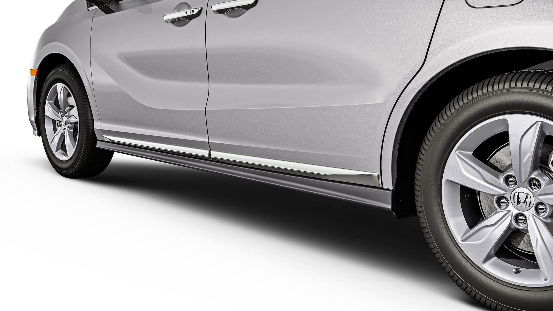 Detail of the 2022 Honda Odyssey accessory chrome door trim.