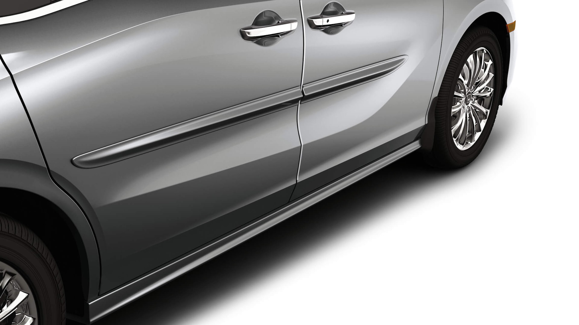 Detail of the 2022 Honda Odyssey accessory body side molding.