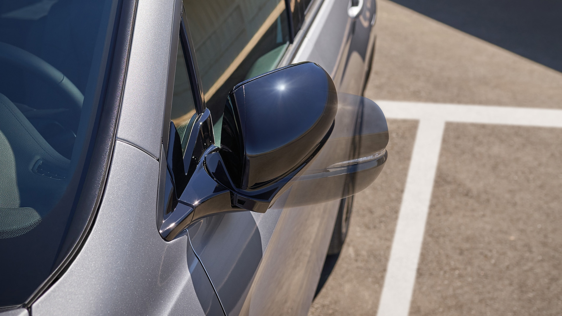 2021 Honda Passport Elite in Lunar Silver Metallic demonstrating movement of the automatic-dimming, power- folding side mirror.