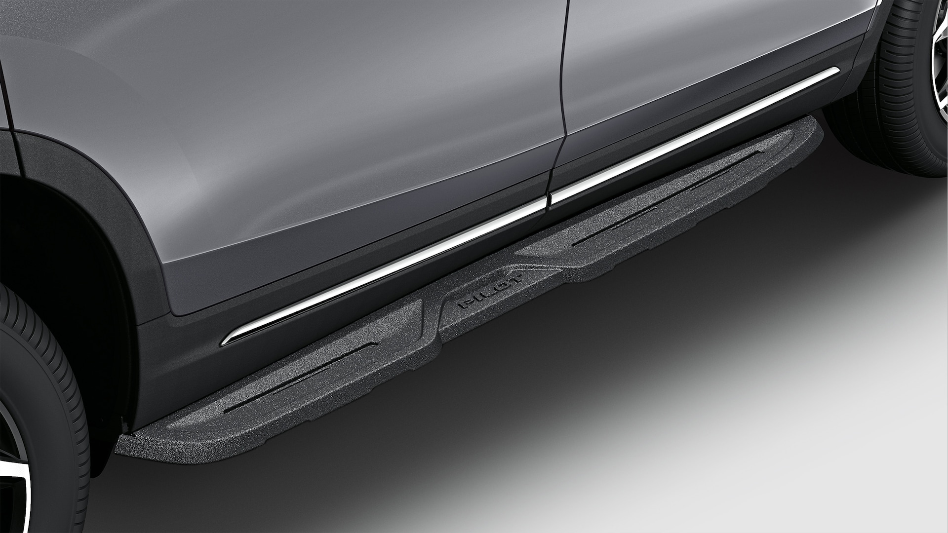 Die-Cast Running Board detail on 2021 Honda Pilot.