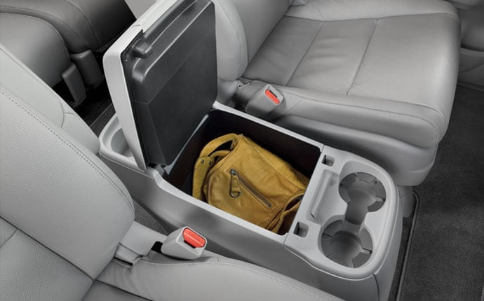 2014-honda-odyssey-interior-cup-holders-d