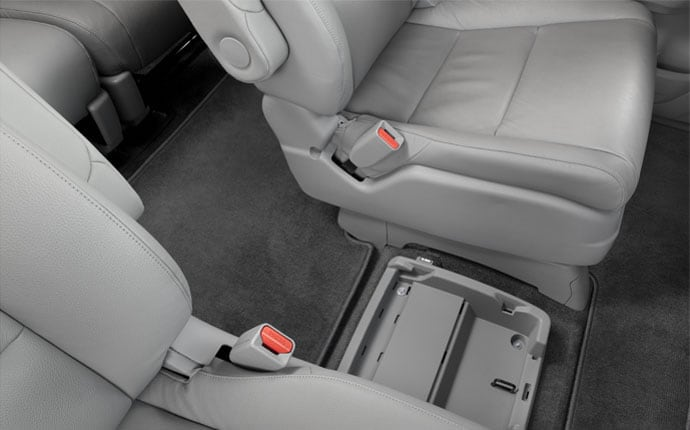2014-honda-odyssey-interior-cup-holders-e