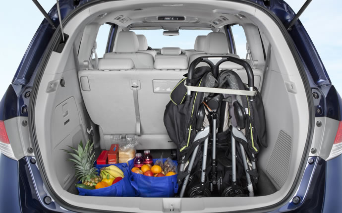 2014-honda-odyssey-interior-floor-space-d