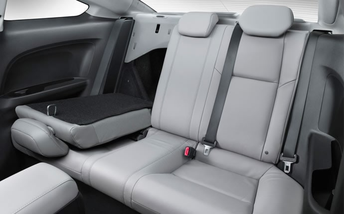 2014-honda-civic-coupe-back-seats-b