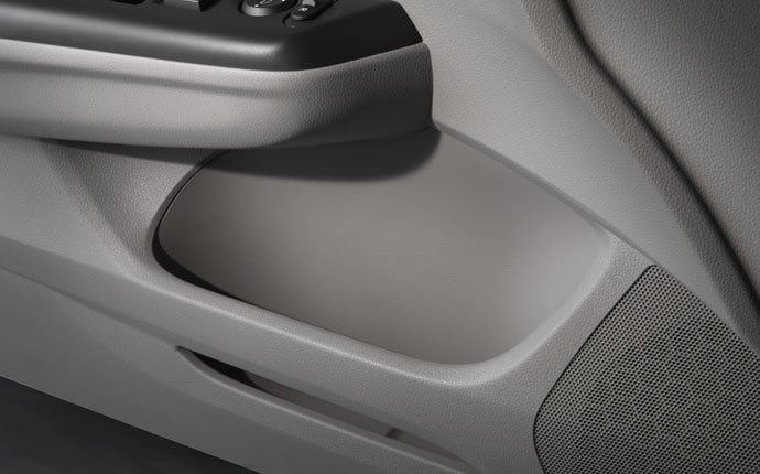 2014-honda-civic-coupe-door-pockets-detail