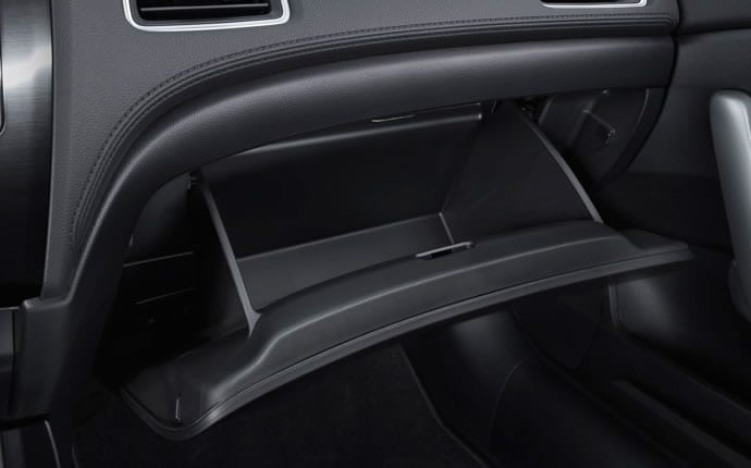2014-honda-civic-coupe-glove-compartment-b