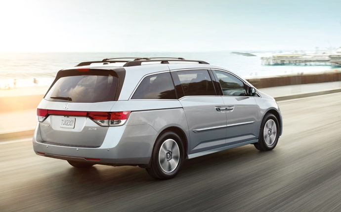 Chrysler Town Amp Country Vs Honda Odyssey Comparison Review
