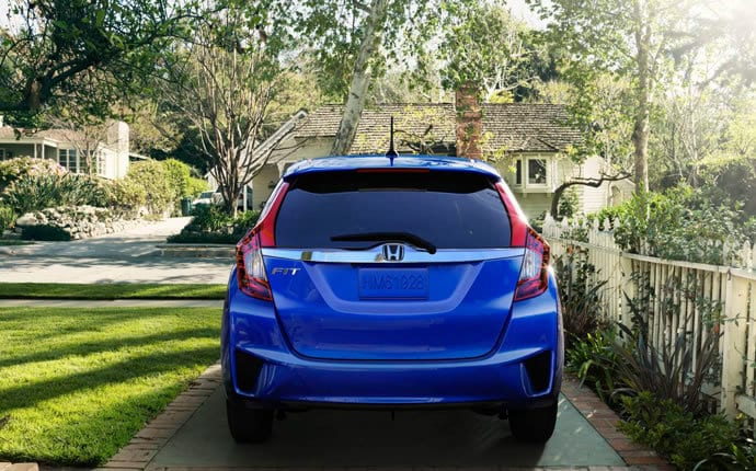 2015-honda-fit-cargo-space-detail-b