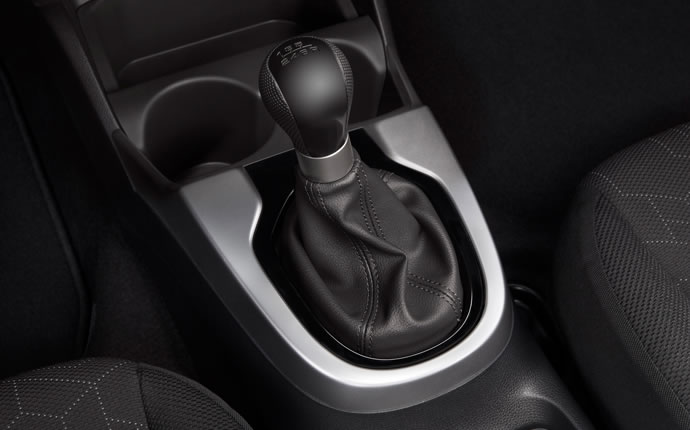 2015-honda-fit-manual-shift-detail-b
